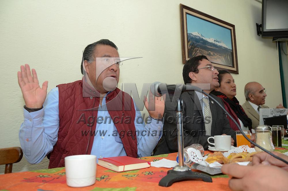 Toluca, México (Noviembre 03, 2016).- Horacio Duarte, dirigente estatal de MORENA en conferencia de prensa, señalo que ya interpusieron una demanda en contra del gobierno federal y estatal ante la FEPADE, por presuntos actos de entrega de apoyos de programas sociales con tintes electorales.  Agencia MVT /  josé Hernández.