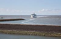 HARLINGEN  - Veerboot Friesland van Rederij Doeksen vaart de haven van Harlingen binnen.   COPYRIGHT KOEN SUYK