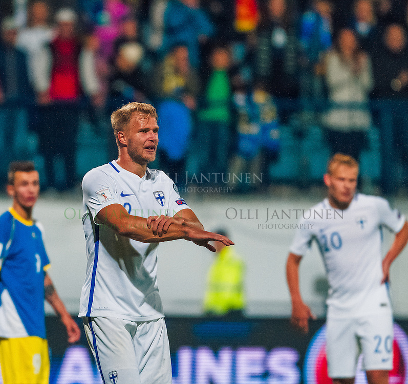 Suomen Paulus Arajuuri MM2018-karsintaottelussa Suomi - Kosovo. Veritas stadion, Turku, Suomi. 5.9.2016.