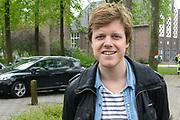 """Koning Willem Alexander opent Koningsspelen in Ens van de drie basisscholen Het Lichtschip, De Horizon en De Regenboog in Ens. Het gaat om een dag vol bewegen voor kinderen, die wordt voorafgegaan door een feestelijk Koningsontbijt.<br /> <br /> King Willem Alexander opens the """" King Games"""" in the town Ens. It is a day of exercise for children, which is preceded by a festive King Breakfast.<br /> <br /> Op de foto / On the photo:  Lex Uiting"""