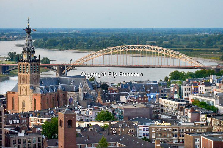 Nederland, Nijmegen, 21-7-2018Panorama op delen van de stad bij avond, st. stevenskerk, sint stevenstoren, kerk, waalbrugFoto: Flip Franssen