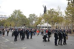 September 15, 2016 - Paris - presence de la police et des crs - altercation avec manifestants (Credit Image: © Panoramic via ZUMA Press)