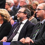 NLD/Amsterdam/20151125 - Koning Willem Alexander reikt Erasmusprijs 2015 uit, Jimmy Donal Wales, medeoprichter van Wikipedia, tijdens de uitreiking van de Erasmusprijs 2015 aan de Wikipedia Community