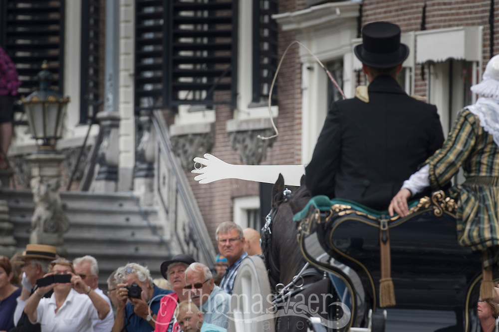 Traditioneel Ringsteken in Sneek met Friese Paarden en koetsen