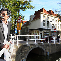 Nederland, Delft , 29 september 2010..Schrijver Kader Abdolah tijdens een wandeling door het centrum van Delft en de Bieslandse Bossen. ..Writer and Koran translator Kader Abdolah during a stroll through the historic center of Delft, the Netherlands.