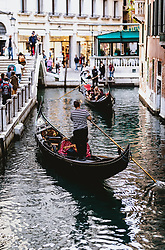 THEMENBILD - Kanalansicht mit venezianischen Gondeln, aufgenommen am 05. Oktober 2019 in Venedig, Italien // Canal view with Venetian gondolas in Venice, Italy on 2019/10/05. EXPA Pictures © 2019, PhotoCredit: EXPA/ JFK