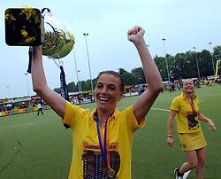20-05-2007 HOCKEY: FINALE PLAY OFF: DEN BOSCH - AMSTERDAM: DEN BOSCH <br /> Den Bosch voor de tiende keer op rij kampioen van de Rabo Hoofdklasse Dames. In de beslissende finale versloegen zij Amsterdam met 2-0 / Mijntje Donners en Minke Booij met de beker<br /> ©2007-WWW.FOTOHOOGENDOORN.NL