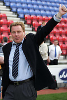 Photo: Paul Thomas.<br /> Wigan Athletic v Portsmouth. The Barclays Premiership. 29/04/2006.<br /> <br /> Portsmouth manager Harry Redknapp thanks their fans.