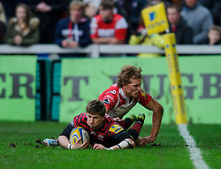 Saracens Winger (#11) David Strettle scores under pressure from Gloucester Inside Centre (#12) Billy Twelvetrees (capt) during the first half of the match - Photo mandatory by-line: Rogan Thomson/JMP - Tel: Mobile: 07966 386802 - 04/01/2014 - SPORT - RUGBY UNION - Kingsholm Stadium, Gloucester - Gloucester Rugby v Saracens - Aviva Premiership.