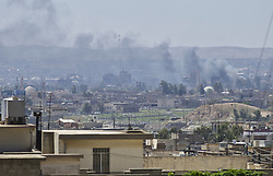April 24, 2017 - Mosul, Iraq - Fighting continues in West Mosul, Iraq on 24 April 2017. Iraqi's forces retook full control of one of the largest neighbourhoodds of west Mosul from the Islamic State group after a week of intense fighting. (Credit Image: © Noe Falk Nielsen/NurPhoto via ZUMA Press)