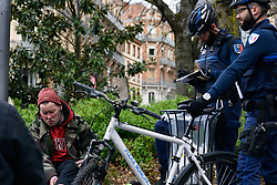 April 14, 2018 - Toulouse, France - Two municipalty policemen control a homeless man and give him a fine for consumin a beer on a place in Toulouse, France on April 14th 2018. (Credit Image: © Alain Pitton/NurPhoto via ZUMA Press)
