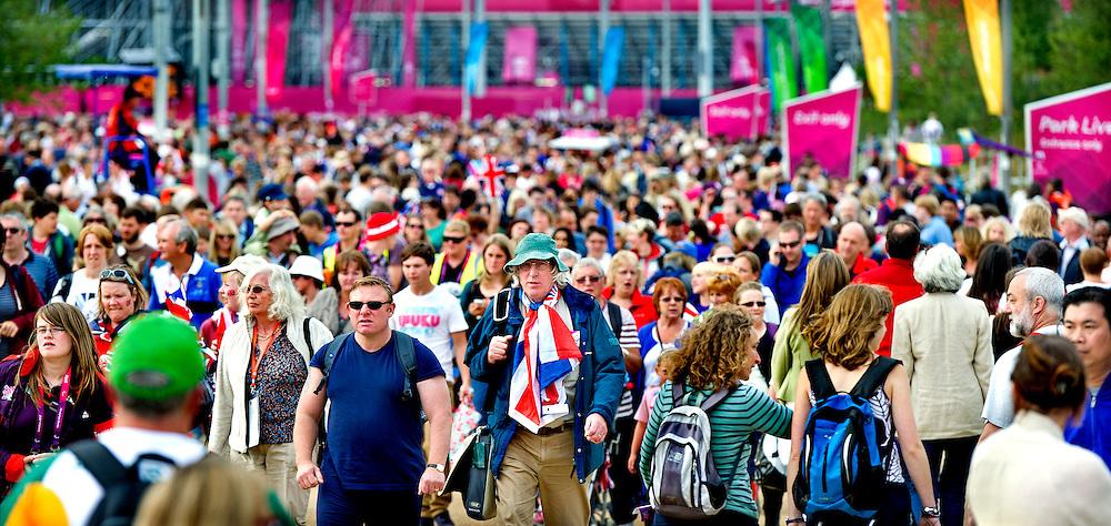 Engeland, Londen, 31-08-2012.<br /> Paralympische Spelen.<br /> Een volgepakt Olympic Park. Iedere dag gaan mensen op het Olympic Park naar de diverse evenementen waarvan de meesten zijn uitverkocht.<br /> Foto : Klaas Jan van der Weij