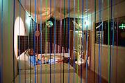 Nederland, Nijmegen, 10-7-2003..Verpleegkundige met baby in de snoezelkamer van de kinderafdeling van het UMC Radboud. Ontspannen, rust, aandacht, gezondheidszorg, zieke kinderen. Snoezelen, ontspanningstherapie...Foto: Flip Franssen