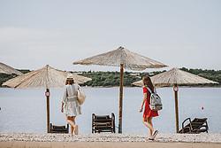 THEMENBILD - eine Mutter mit Tochter am Strand mit Sonnenschirme und Liegestühle, aufgenommen am 04. Juli 2020 in Novigrad, Kroatien // a mother and daughter on the beach with umbrellas and deck chairs in Novigrad, Croatia on 2020/07/04. EXPA Pictures © 2020, PhotoCredit: EXPA/ JFK