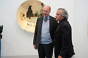 NICHOLAS LOGSDAIL; ANISH KAPOOR  IN FRONT OF HIS WORK AT THE LISSON, Opening of Frieze 2009. Regent's Park. London. 14 October 2009 *** Local Caption *** -DO NOT ARCHIVE-© Copyright Photograph by Dafydd Jones. 248 Clapham Rd. London SW9 0PZ. Tel 0207 820 0771. www.dafjones.com.<br /> NICHOLAS LOGSDAIL; ANISH KAPOOR  IN FRONT OF HIS WORK AT THE LISSON, Opening of Frieze 2009. Regent's Park. London. 14 October 2009