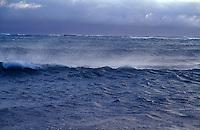 vannet blåser av bølgetoppene, bølger og vind, waves and vind