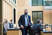 """DEU, Deutschland, Germany, Berlin, 22.04.2021: Bundesgesundheitsminister Jens Spahn (CDU) bei der Sondersitzung des Bundesrats. Nach dem Beschluss des Bundestags hat auch der Bundesrat die Änderung des Infektionsschutzgesetzes (bundesweite Corona-""""Notbremse"""") passieren lassen."""