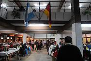 Russlanddeutsche - Sammelbezeichnung für Menschen deutscher Nationalität, die im Verlaufe von mehreren Jahrhunderten in verschiedenen Gruppen nach Russland kamen und in Gebieten des Russischen Reiches lebten oder noch leben. Leben und Kultur der Deutschen wurden durch diese Gebiete beeinflusst, die auch das gesamte Erscheinungsbild der sehr unterschiedlichen Gruppen der Russlanddeutschen prägten.