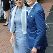 Koningsdag 2014 in Amstelveen, het vieren van de verjaardag van de koning. / Kingsday 2014 in Amstelveen, celebrating the birthday of the King. <br /> <br /> <br /> Op de foto / On the photo:  Prins Constantijn and Prinsess Laurentien  / Prince Constantijn and Princess Laurentien