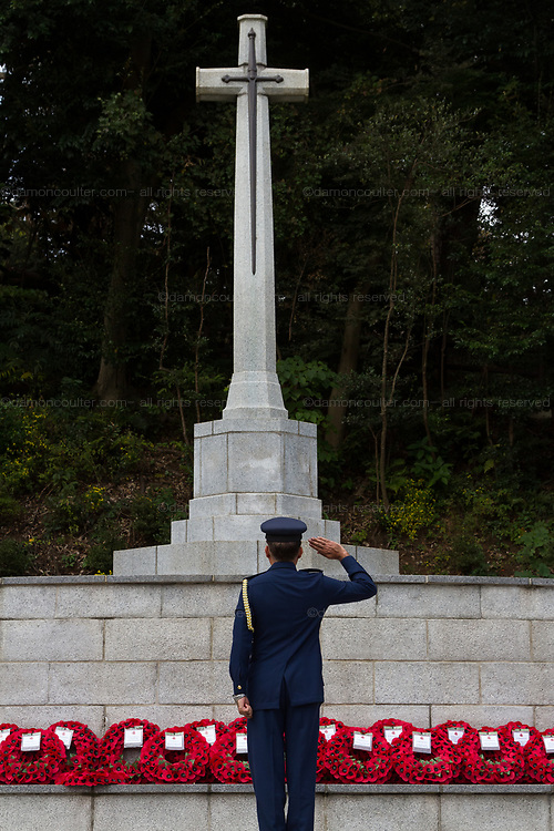 A representative of the the Pakistani military salutes the Cross of Sacrifice  during the  Remembrance Sunday ceremony at the Hodogaya, Commonwealth War Graves Cemetery in Hodogaya, Yokohama, Kanagawa, Japan. Sunday November 11th 2018. The Hodagaya Cemetery holds the remains of more than 1500 servicemen and women, from the Commonwealth but also from Holland and the United States, who died as prisoners of war or during the Allied occupation of Japan. Each year officials from the British and Commonwealth embassies, the British Legion and the British Chamber of Commerce honour the dead at a ceremony in this beautiful cemetery. The year 2018 marks the centenary of the end of the First World War in 1918.