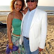 Beachclub Vroeger bestaat 1 jaar, Glennis Grace en manager John van Katwijk