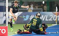 RAIPUR (India) . Jan Philipp Rabente (Dui.) is stopped goalie Andrew Charter (Aus)  .Hockey Wold League Final  men . AUSTRALIA v GERMANY.   © Koen Suyk/Treebypictures/WSP