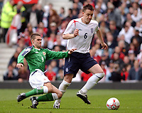 Fotball<br /> VM-kvalifisering<br /> England v Nord Irland<br /> 26. mars 2005<br /> Foto: Digitalsport<br /> NORWAY ONLY<br /> England's John Terry and Northern Ireland's David Healy battle for the ball.