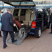 NLD/Amsterdam/20060409 -  Première Black Pinocchio, burgemeester Job Cohen en invalide partner Lydie in een busje