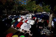 Roma 24 Settembre 2015<br /> La comunità islamica celebra Eid al Adha, una delle feste più importanti del calendario islamico, che ricorda il sacrificio del figlio di Abramo, ordinato da Dio, pregando sui marciapiedi di piazza Vittorio al quartiere Esquilino.<br /> Roma, Italy. 24th September 2015 -- Members of the Muslim community, morning prayer in Piazza Vittorio square, in Rome's Esquilino multi-ethnic quarter, for Eid Al-Adha, the Feast of the Sacrifice, one of the most important events in the Muslim calendar. -- Members of the Muslim community celebrate Eid al-Adha by doing prayer, Known as a Festival of Sacrifice, it is a holiday celebrated by Muslims to commemorate the willingness of Ibrahim to sacrifice his son, Ismail, as an act of obedience to God.