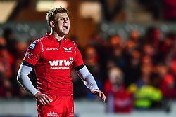 Scarlets' Rhys Patchell organising the Scarlets back line<br /> <br /> Photographer Craig Thomas/Replay Images<br /> <br /> European Rugby Champions Cup Round 5 - Scarlets v Toulon - Saturday 20th January 2018 - Parc Y Scarlets - Llanelli<br /> <br /> World Copyright © Replay Images . All rights reserved. info@replayimages.co.uk - http://replayimages.co.uk