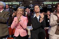 21 MAR 2004, BERLIN/GERMANY:<br /> Doris Schroeder-Koepf (L), Ehefrau des Bundeskanzlers, und Ankepetra Muentefering (R), Ehefrau des neuen SPD Parteivorsitzenden, applaudieren nach der Wahl von Muentefering zum Parteivorsitzenden, außerordentlicher SPD-Bundesparteitag, Estrel Convention Center<br /> IMAGE: 20040321-01-105<br /> KEYWORDS: Parteitag, party congress, Doris Schröder-Köpf, Ankepetra Müntefering, Kanzlergattin, Frau