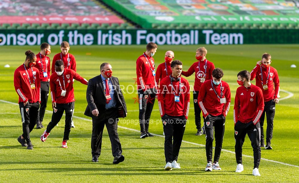 DUBLIN, REPUBLIC OF IRELAND - Sunday, October 11, 2020: Wales' Brennan Johnson, Neco Williams and Dylan Levitt during the UEFA Nations League Group Stage League B Group 4 match between Republic of Ireland and Wales at the Aviva Stadium. The game ended in a 0-0 draw. (Pic by David Rawcliffe/Propaganda)