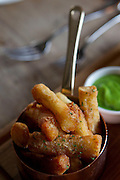 May0029126 . Daily Telegraph..DT Weekend..Chef Tom Kerridge of the 1 Michelin Star Hand & Flowers pub , shows how to make the perfect chip ..Marlow 31 January 2011May0029126 . Daily Telegraph..DT Weekend..Chips served at the Hand & Flowers pub...Chef Tom Kerridge of the 1 Michelin Star Hand & Flowers pub , shows how to make the perfect chip ...Marlow 31 January 2011