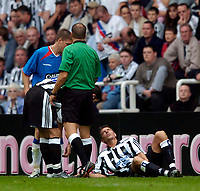 Fotball<br /> Treningskamper England<br /> 31.07.2004<br /> Foto: SBI/Digitalsport<br /> NORWAY ONLY<br /> <br /> Newcastle United v Glasgow Rangers<br /> <br /> Newcastle's Darren Ambrose has to depart in the first half after suffering an injury.