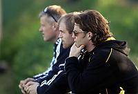 Fotball<br /> La Manga 2006<br /> Tromsø v KR Reykjavik<br /> 13.02.2006<br /> Foto: Morten Olsen, Digitalsport<br /> <br /> Assisterende landslagssjef Stig Inge Bjørnebye ser kampen sammen med blant andre Egil Østenstad