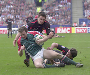 Leicester, Walker Stadium., Leicestershire, 5th April 2004, Heineken Cup, ENGLAND. [Mandatory Credit: Photo  Peter Spurrier/Intersport Images],Heineken Cup, Semi Final, Leicester Tigers vs Stade Toulouse, Walker Stadium, Leicester, ENGLAND: Geordian Murphy, collects the ball under pressure from the Toulouse attack.