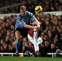 Fotball<br /> Premier League 2004/05<br /> Arsenal v Manchester City<br /> 4. januar 2004<br /> Foto: Digitalsport<br /> NORWAY ONLY<br /> Justin Hoyte Arsenal/ Ben Thatcher Manchester City