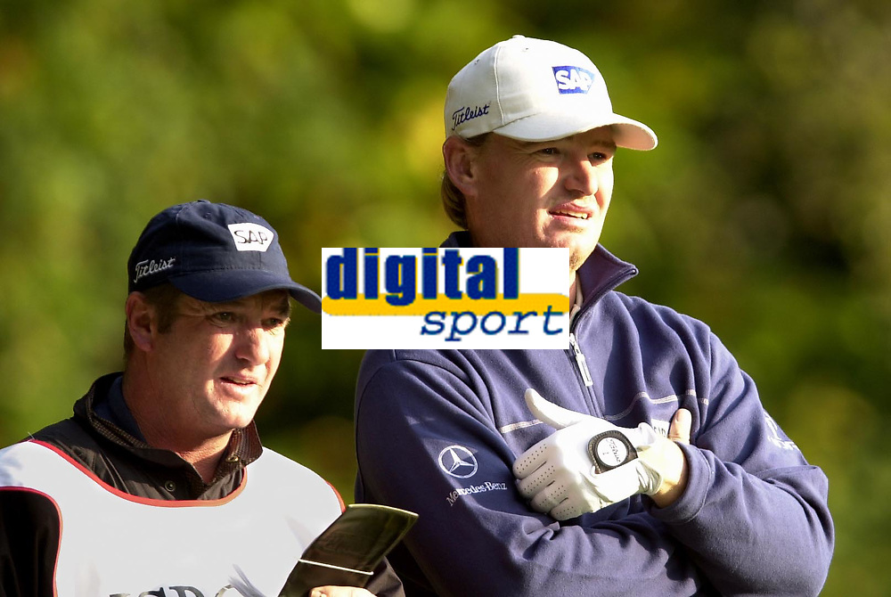 © Peter Spurrier/Sportsbeat Images <br />Tel +441494783165 email images@sbimages.co.uk<br />19/10/2003 - Photo  Peter Spurrier<br />2003 HSBC World Match Play Championship - Wentworth<br />Sunday - Final Day- Ernie Els v Thomas Bjorn:<br />Ernie Els [right and caddy Ricky Roberts discuss the third.