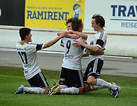 Fotball Tippeligaen Rosenborg - Sarpsborg 08<br /> 16 mai 2013<br /> Lerkendal Stadion, Trondheim<br /> <br /> Nicki Bille Nielsen har scoret 2-0 for Rosenborg og blir gratulert av Ole Selnæs (H), Mikkel Mix Diskerud (midten) og  Tarik Elyounoussi (V)<br /> <br /> <br /> Foto : Arve Johnsen, Digitalsport