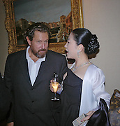 Julian Schnabel and Lady Rothermere. Pintura del Siglo XXI - Julian Schnabel exhibition. ROBILANT + VOENA, Dover St. London. 19  October 2005. ONE TIME USE ONLY - DO NOT ARCHIVE © Copyright Photograph by Dafydd Jones 66 Stockwell Park Rd. London SW9 0DA Tel 020 7733 0108 www.dafjones.com
