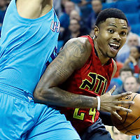 01 November 2015: Atlanta Hawks guard Kent Bazemore (24) drives past Charlotte Hornets forward Nicolas Batum (5) during the Atlanta Hawks 94-92 victory over the Charlotte Hornets, at the Time Warner Cable Arena, in Charlotte, North Carolina, USA.