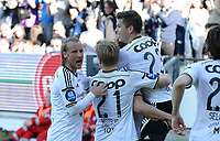 Fotball Tippeligaen Rosenborg - Molde<br /> 27 juni 2015<br /> Lerkendal Stadion, Trondheim<br /> <br /> <br /> <br /> Alexander Søderlund (skjult)  har scoret 1-0 for Rosenborg og løfter opp Pål Andre Helland (23). Tobias Mikkelsen (venstre) og Fredrik Midtsjø (21) kommer for å gratulere<br /> <br /> <br /> <br /> <br /> Foto : Arve Johnsen, Digitalsport