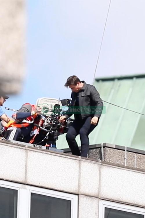 Tom Cruise injures his leg while jumping from building to building as he films a stunt for Mission Impossible 6 in Central London. Daredevil Tom was seen limping away after jumping from the 6 story building. 13 Aug 2017 Pictured: Tom Cruise. Photo credit: MEGA TheMegaAgency.com +1 888 505 6342