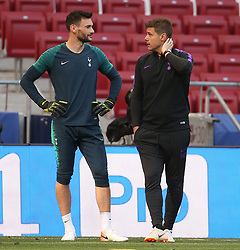 01.06.2019, Wanda Metropolitano, Madrid, ESP, UEFA CL, Tottenham Hotspur vs FC Liverpool, Finale, im Bild Tottenham Hotspur Manager Mauricio Pochettino talks to Hugo Lloris of Tottenham Hotspur // Tottenham Hotspur Manager Mauricio Pochettino talks to Hugo Lloris of Tottenham Hotspur during Training before the the UEFA Champions League Final Match between Tottenham Hotspur and FC Liverpool at the Wanda Metropolitano in Madrid, Spain on 2019/06/01. EXPA Pictures © 2019, PhotoCredit: EXPA/ Focus Images/ Paul Chesterton<br /> <br /> *****ATTENTION - for AUT, GER, FRA, ITA, SUI, POL, CRO, SLO only*****