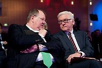 11 JAN 2011, KOELN/GERMANY:<br /> Peter Heesen (L), dbb Bundesvorsitzender, und Frank-Walter Steinmeier (R), SPD Fraktionsvorsitzender, im Gespraech, 52. Jahrestagung dbb beamtenbund und tarifunion, Congress-Centrum Nord Koelnmesse<br /> IMAGE: 20110111-01-070<br /> KEYWORDS: Köln