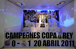 THEMENBILD, ESTADIO SANTIAGO BERNABEU, es ist das Fußballstadion des spanischen Vereins Real Madrid. Es liegt im Zentrum der Stadt Madrid im Viertel Chamartin. Seit der letzten Modernisierung im Jahr 2005 fasst es 80.354 Zuschauer und ist seit 14. November 2007 als UEFA-Elite-Stadion ausgezeichnet, der hoechsten Klassifikation des Europaeischen Fußballverbandes. Das Stadion wurde am 14. Dezember 1947 als Nuevo Estadio Chamartin mit 75.000 Plaetzen offiziell eroeffnet. Am 14. Januar 1955 stimmte die Mitgliederversammlung des Klubs für die Umbenennung des Stadions zu Ehren des damaligen Vereinspraesidenten Santiago Bernabeu, nach dessen Vision die Spielstaette gebaut wurde. Im Bild Vitrine des Copa del Rey Triumphes gegen Barcelona 2011. Bild aufgenommen am 27.03.2012. EXPA Pictures © 2012, PhotoCredit: EXPA/ Eibner/ Michael Weber..***** ATTENTION - OUT OF GER *****