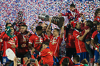 Fotball<br /> Finale Copa America<br /> Chile v Argentina<br /> Foto: imago/Digitalsport<br /> NORWAY ONLY<br /> <br /> SANTIAGO, CHILE - 04/07/2015: CHILE X ARGENTINA - Chilee players celebrate with the trophy after beating Argentina on penalties disputes in the match between Chile and Argentina, valid for the final of the Copa America 2015