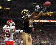 St. Louis Rams wide receiver Torry Holt (81) has a touchdown pass go off his finger tips late in the fourth quarter, as Kansas City Chiefs defensive back Lenny Walls (35) is beat on the play, at the Edward Jones Dome in St. Louis, Missouri, November 5, 2006.  The Chiefs beat the Rams 31-17.<br />