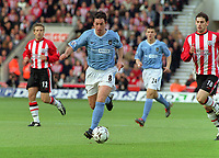 Robbie Fowler cuts through the Southampton defence to score his goal. (City's 1st). Southampton v Manchester City. 1/11/2003. Credit : Colorsport/Andrew Cowie.