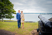 Koning Willem Alexander en koningin Maxima poseren bij  Camden Fort Meagher<br /> tijdens de derde dag van het staatsbezoek aan Ierland. <br /> <br /> King Willem Alexander and Queen Maxima pose at Camden Fort Meagher during the third day of the state visit to Ireland.